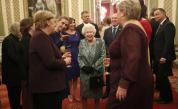 Видео с кралицата, дъщеря й и Тръмп стана хит. Гафовете от Лондон