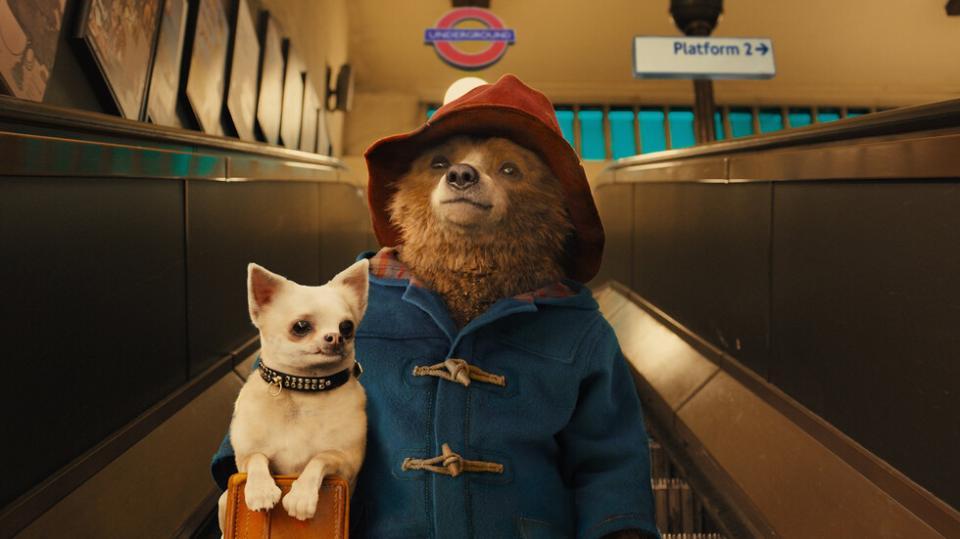 <p><strong>Падингтън -</strong>&nbsp;&bdquo;Падингтън&rdquo; разказва увлекателната история на мечок от перуанската джунгла, който пристига в Лондон в търсене на нов дом. Късметът на мечока сработва, макар и за кратко, когато семейство Браун му предлага чай, име и покрив над главата. Не след дълго обаче Милисънт (Никол Кидман), зловеща препараторка, решава, че на всяка цена иска Падингтън да стане част от колекцията на музея за най-рядко срещани породи мечки.</p>  <p>&bdquo;Падингтън&ldquo;: 7 декември, събота, 12.50 ч. по NOVA&nbsp;</p>