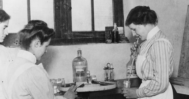 Любопитно Защо жените учени отсъстват от историята? Какво застава на