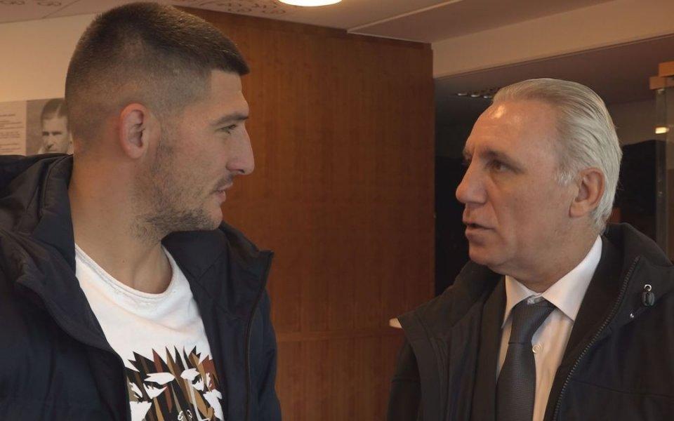 Легендата на българския футбол Христо Стоичков посети базата на унгарския