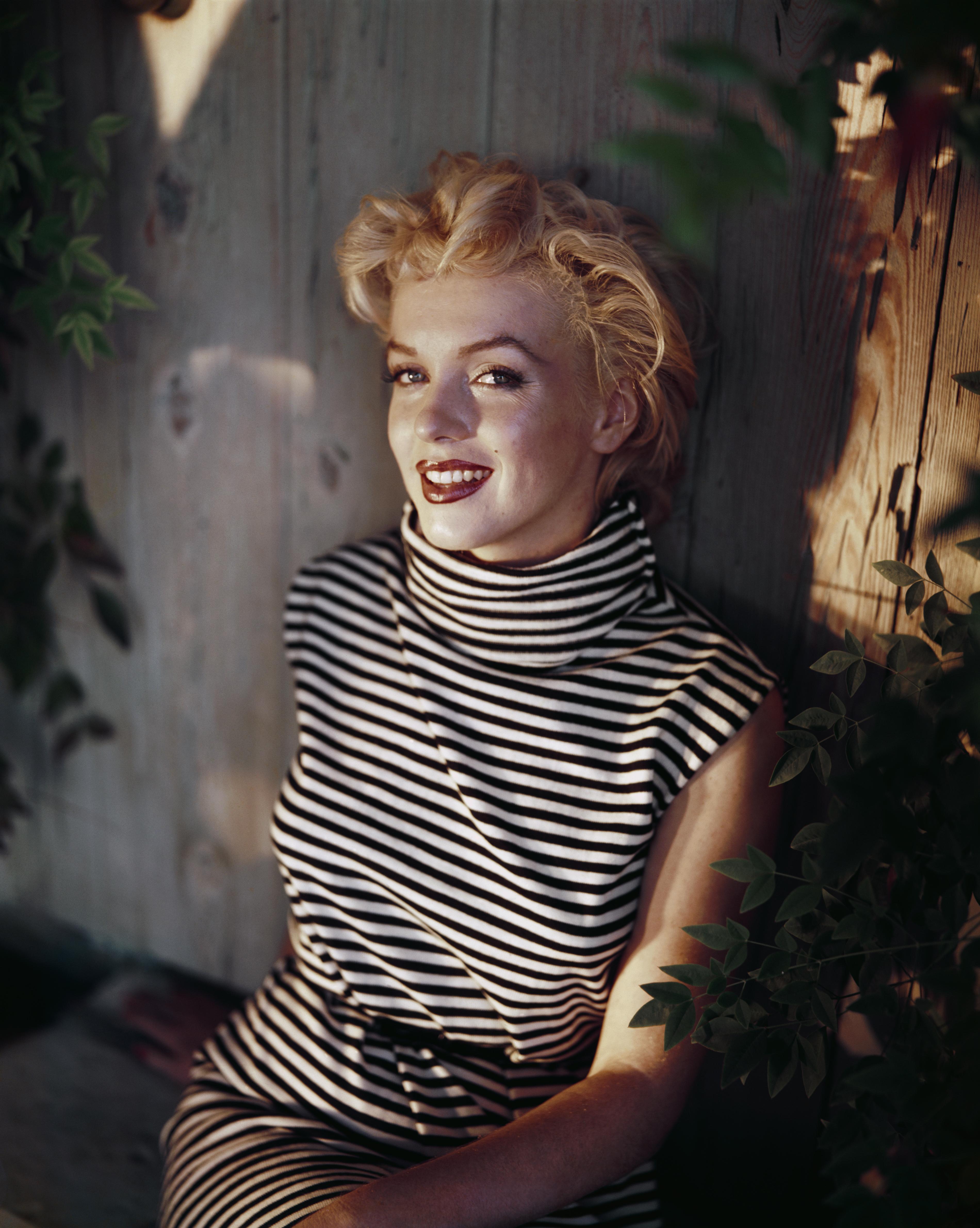 <p>Мерилин Монро и външността ѝ я нарежда сред най-популярните секссимволи на 50-те години, а ранната и мистериозна смърт на Монро, я превръща в попикона.</p>