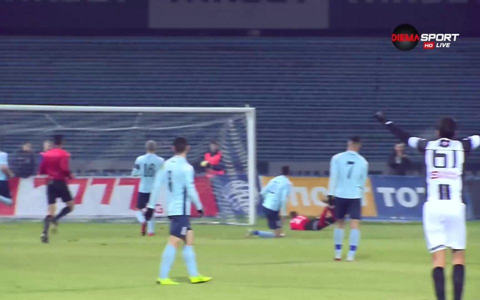 В 14-ата минута Димитър Илиев откри резултата за Локо Пд.