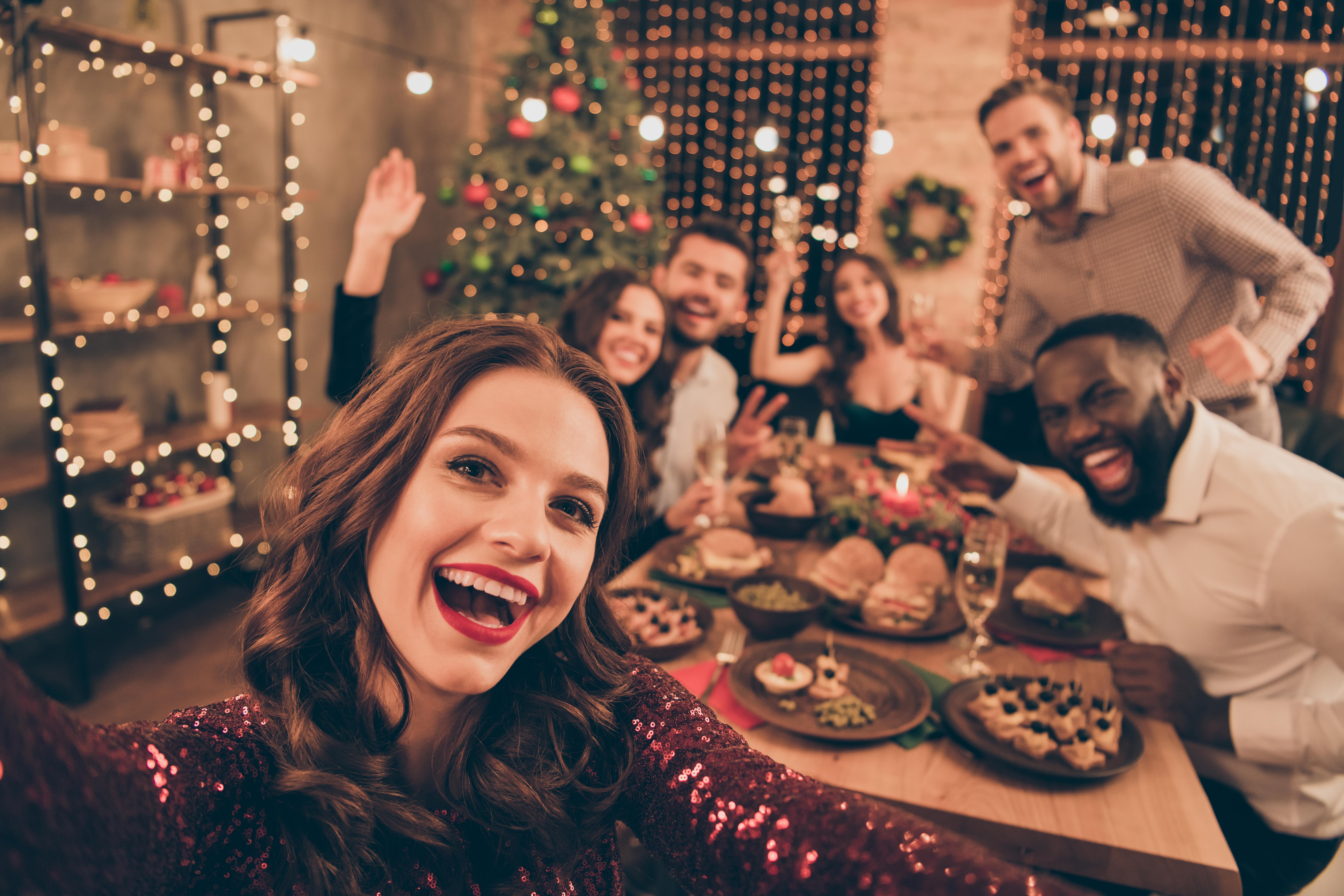 <p>За да не напълнявате по празниците и да хапнете вкусно, можете да замените традиционните новогодишни лакомства с по-полезни аналози. Ето няколко прости съвета от диетолога Елена Соломатина.</p>