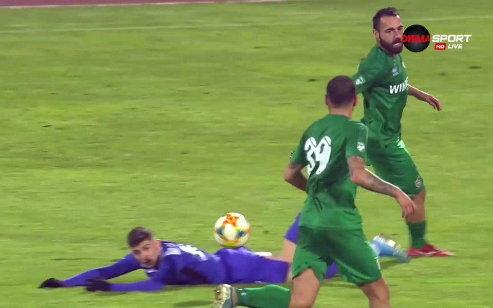В 82-ата минута Ивайло Михайлов си изкара червен картон и