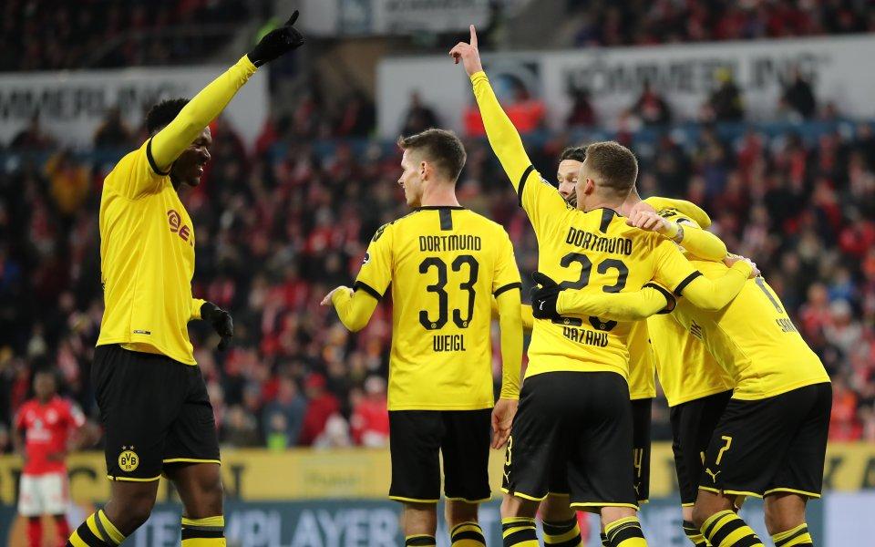 Борусия Дортмунд записа трета поредна победа и продължава да притиска