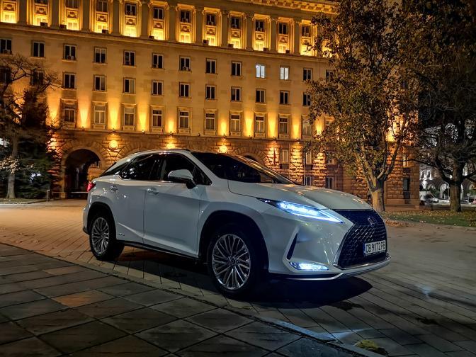 Lexus RX450h галерия