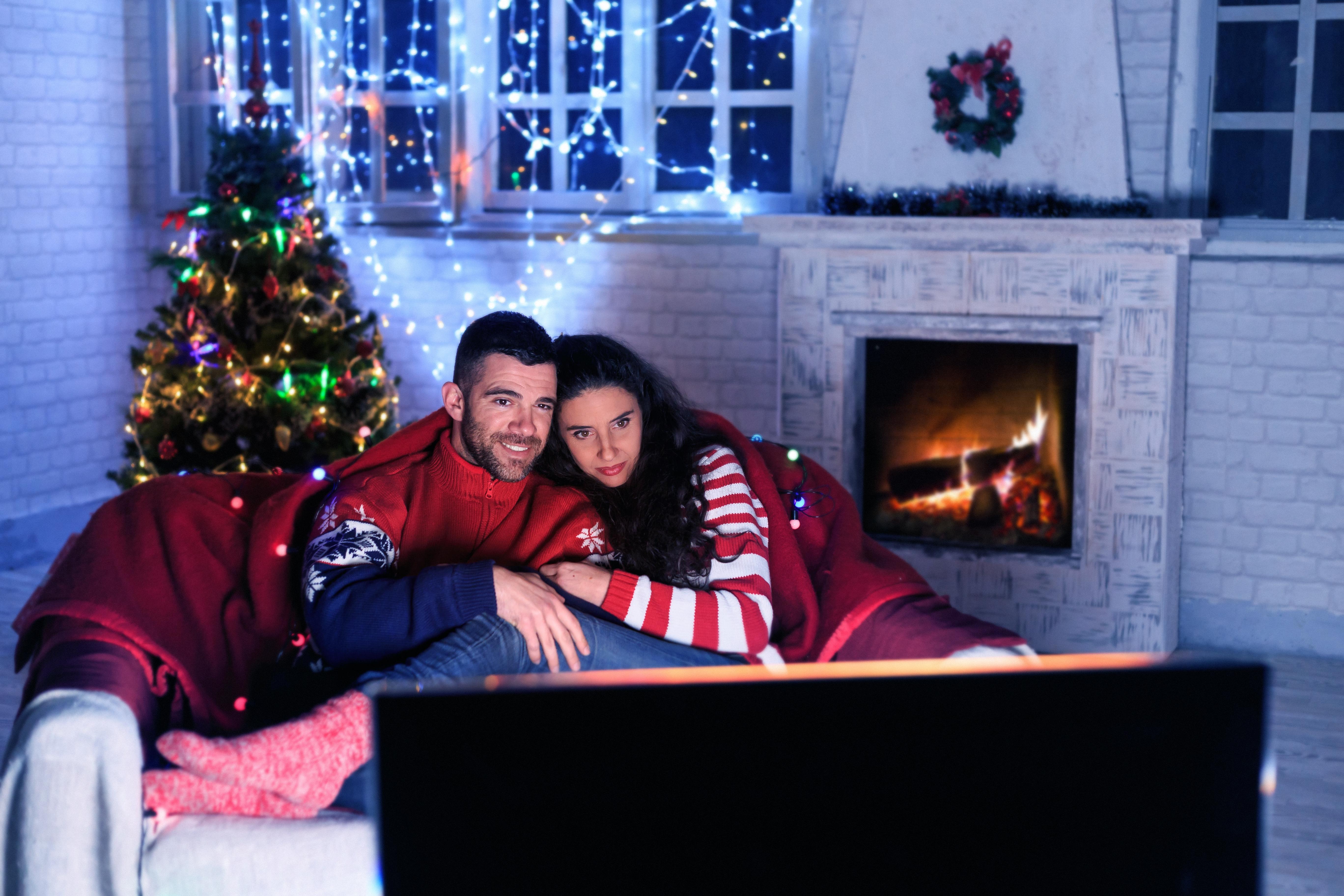 <p>Рак</p>  <p>Трябва да си направите горещо какао и да гледате заедно романтични коледни филми.</p>