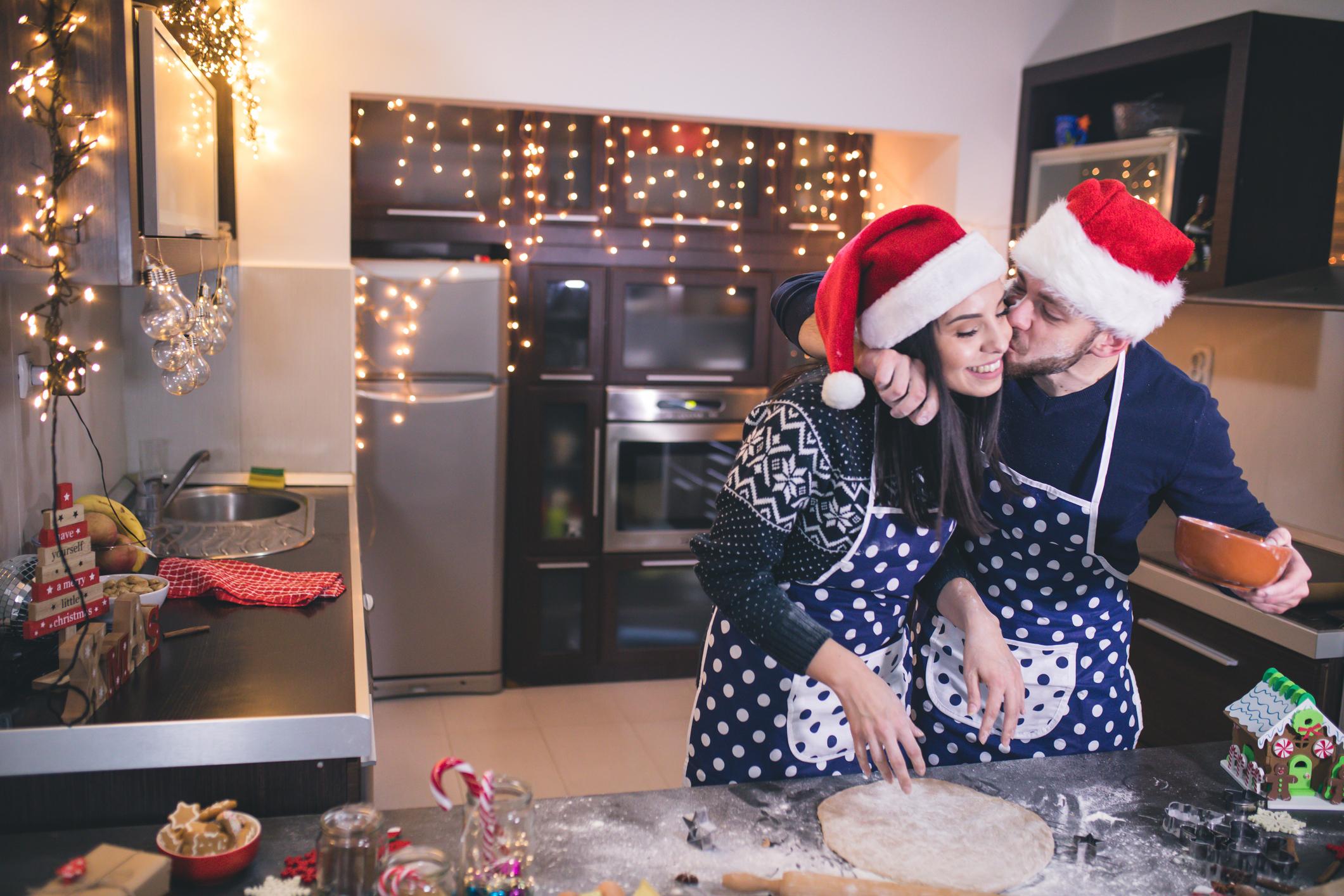 <p>Телец</p>  <p>Трябва да построите заедно къщичка от джиджифилови сладки, както и снежни човеци от маршмелоу.</p>