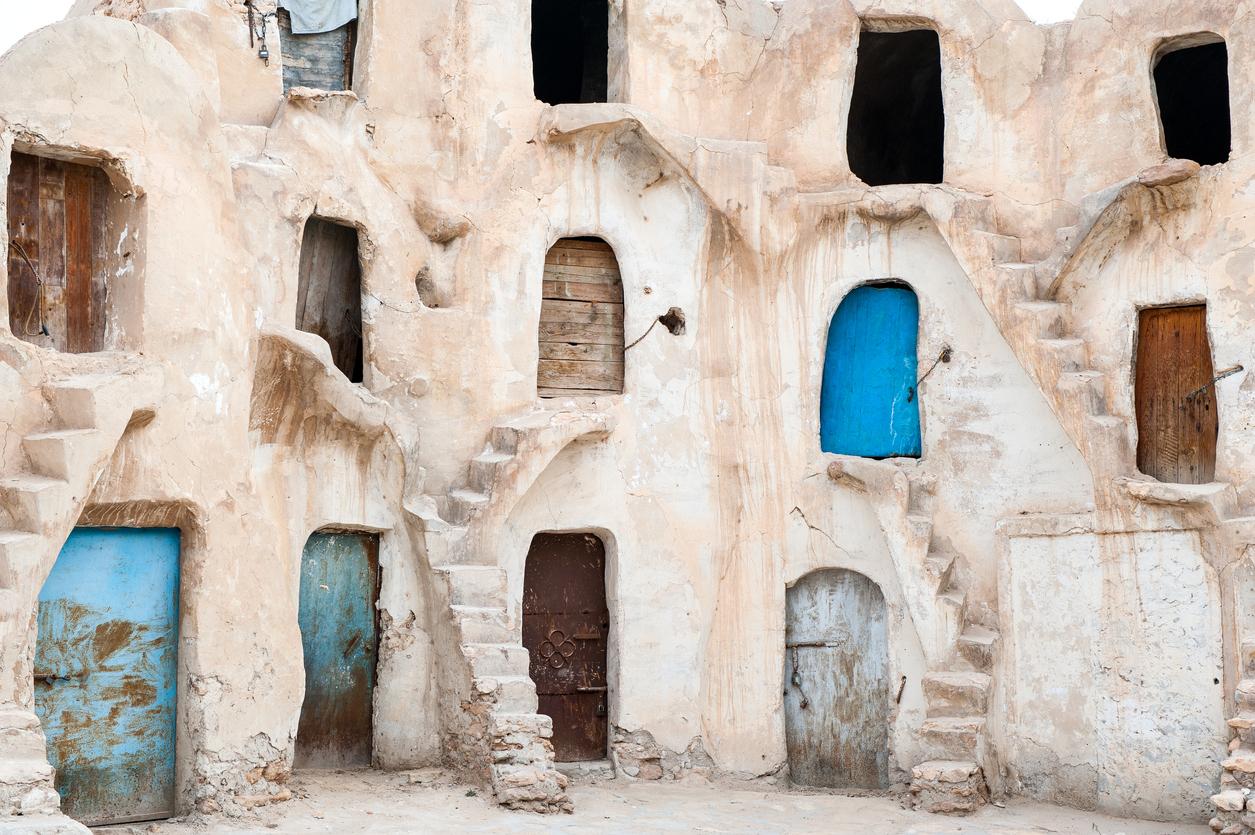 <p><strong>Меденин - Тунис&nbsp;</strong></p>  <p>Мястото, където живее Ананкин докато е роб в &quot;Невидима заплаха&quot;, всъщност е реално място&nbsp;в Тунис.&nbsp;</p>