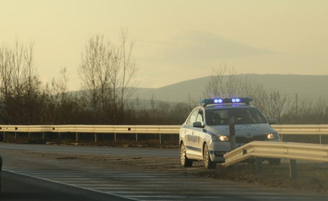 Тир се обърна и затвори пътя за Гърция