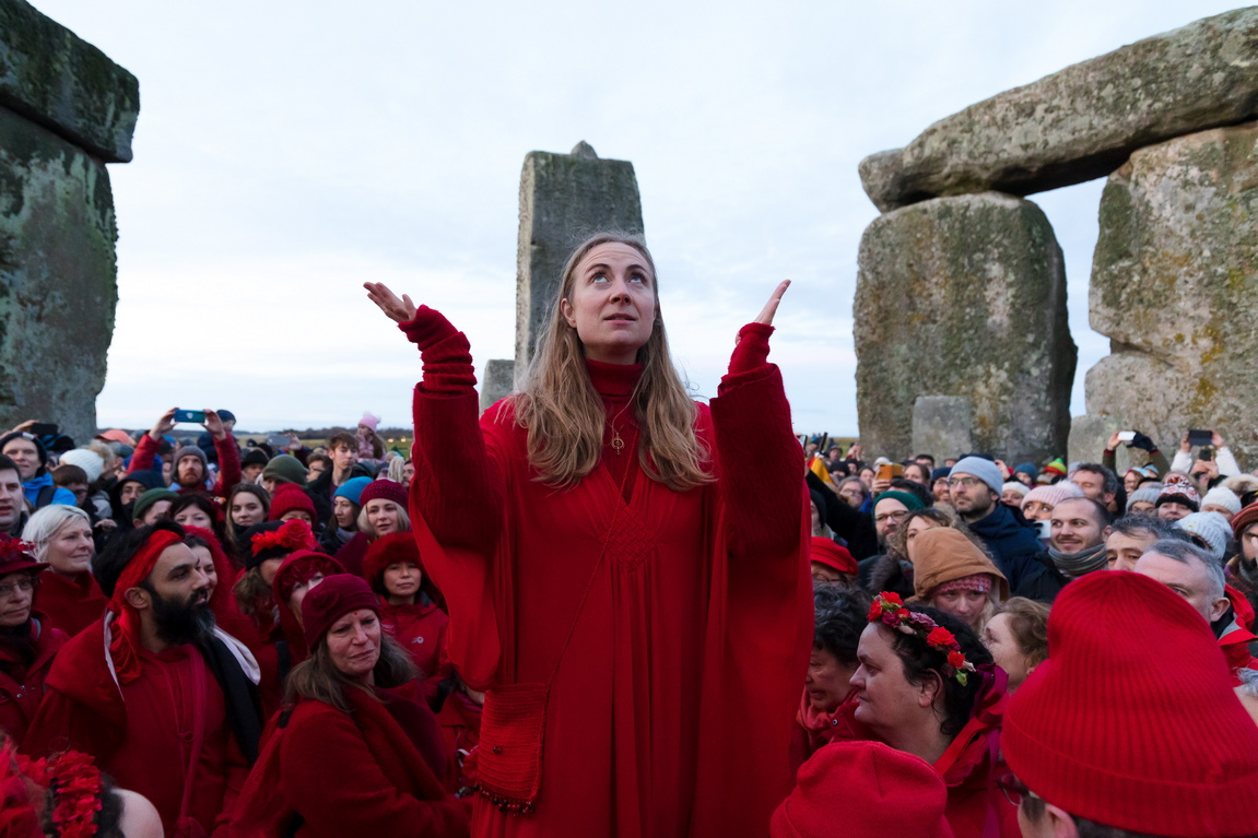 <p>Археолозите смятат, че поставените в кръг с диаметър от 30 метра огромни камъни, всеки от които тежи по около 25 тона, са имали религиозна, политическа или някаква друга церемониална роля.</p>