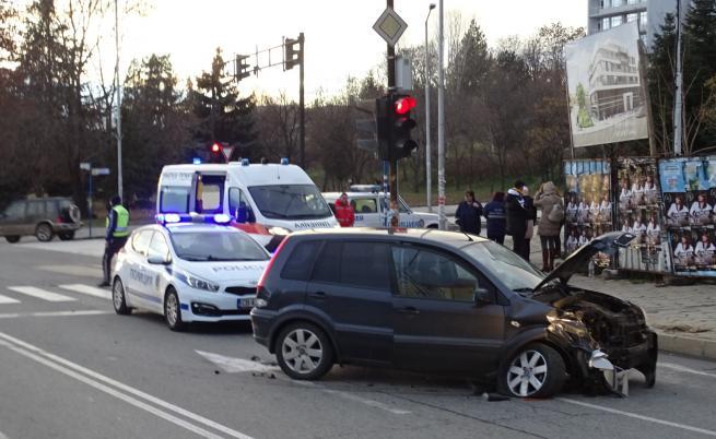 Майка и дъщеря пострадаха при катастрофа в Благоевград