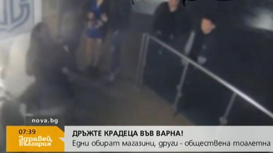 Младежи обраха обществена тоалетна във Варна