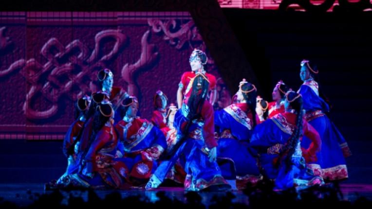 Тибет танцов спектакъл сцена костюми НДК