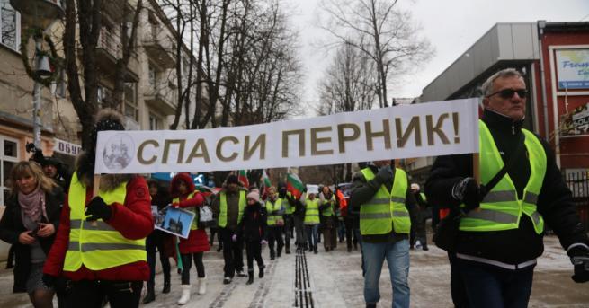 България В Перник протест и молебен с жълти жилетки, искат