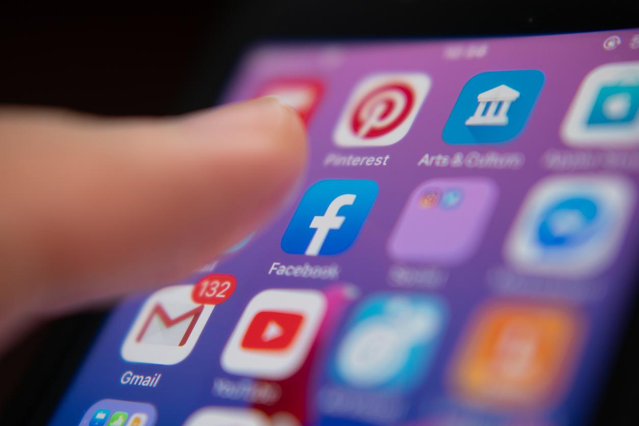 <p><strong>1. Facebook</strong></p>  <p>Някой имал ли е съмнения, че Фесбук ще бъде начело на класацията? Въпреки назрелите скандали около изтичането на лични данни, шедьовърът на Марк Зукърбърг продължава да доминира на пазара вече цяло десетилетие.</p>