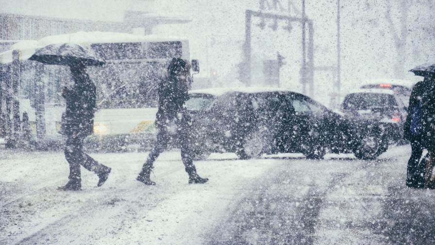 Сняг и дъжд и днес, силни ветрове и още студ