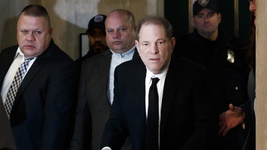 Уайнстийн се яви в съда с проходилка, официално се обяви за невинен