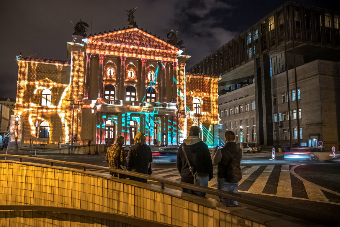 <p>Държавната опера отново бе открита на 5 януари, точно 132 години след първото си откриване, с гала концерт, представящ ключовите моменти от историята на сградата.</p>