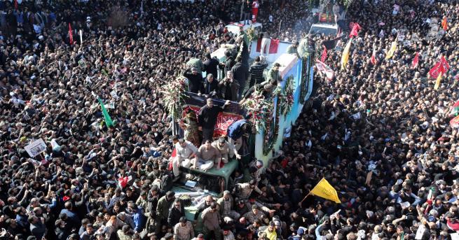 Свят Иран плаче за генерал Касем Солеймани, убит от САЩ,