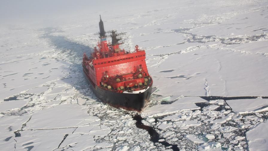 """Учени: Земята е загубила """"потресаващо"""" количество лед"""