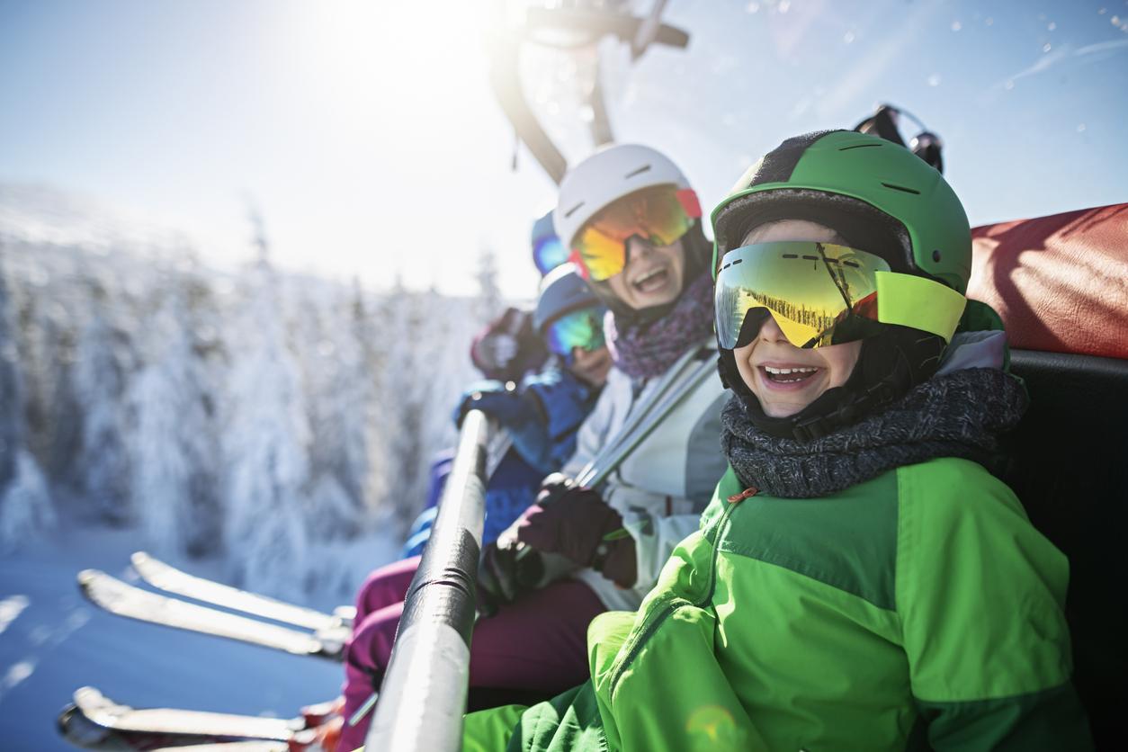 <p><strong>Подобрява настроението</strong></p>  <p>Карането на ски ни прави по-щастливи. Този спорт подобрява освен физическото и психическото ни здраве.</p>