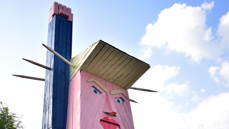 Изгориха статуята на Тръмп в Словения