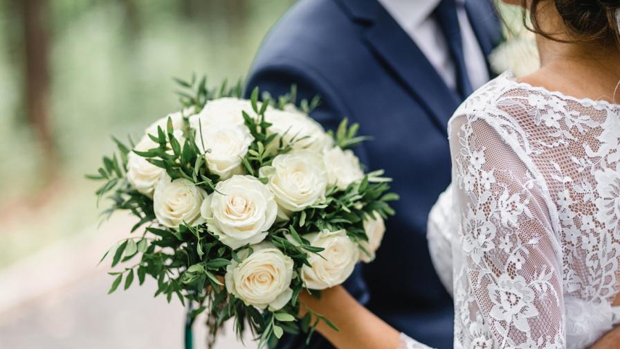 <p>Това ли е най-<strong>невероятното предложение</strong> за брак</p>
