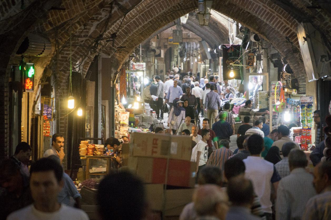 <p><strong>Историческият базар в Тебрис</strong></p>  <p>Тебрис, разположен на историческия път на коприната, отдавна е един от най-важните градове в Персия. Базарът му е&nbsp;бил не само търговски център, но и център на религиозни и образователни институции. Градът е включен в Списъка на световното културно и природно наследство на ЮНЕСКО през 2010 г.&nbsp;</p>