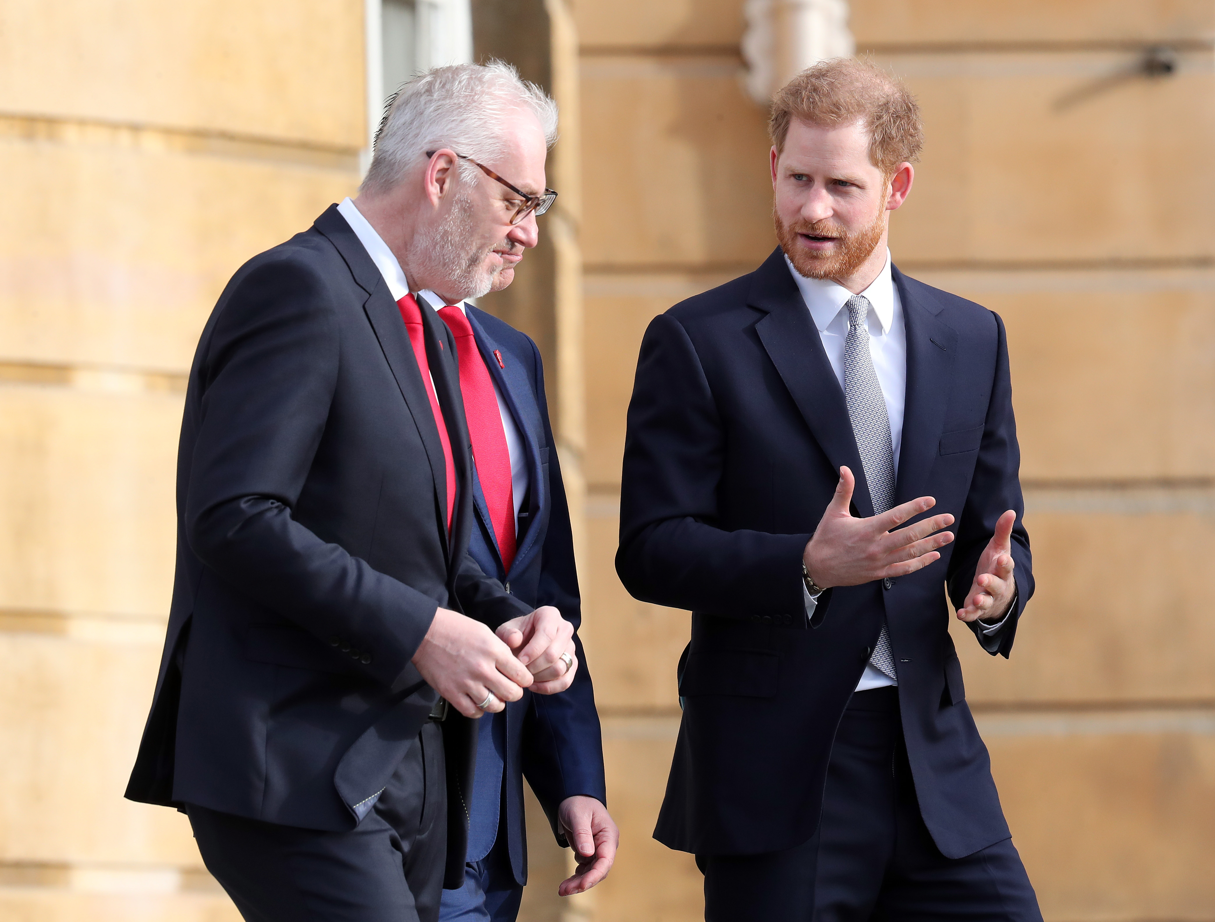 <p>Принц Хари, който е на 35 г., и съпругата му Меган (38 г.) предизвикаха криза миналата седмица, като обявиха, че искат да се оттеглят от ангажиментите си в кралското семейство, да прекарват повече време в Северна Америка и да станат финансово независими.&nbsp;</p>