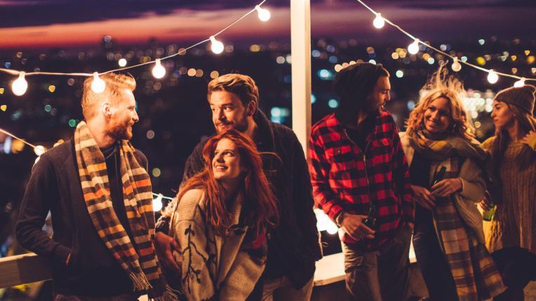 приятели покрив парти компания светлини