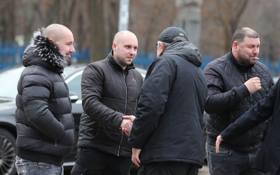 Срещата на собственика на Левски Васил Божков с феновете приключи.