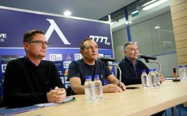 Срещата между Васил Божков и феновете на Левски приключи