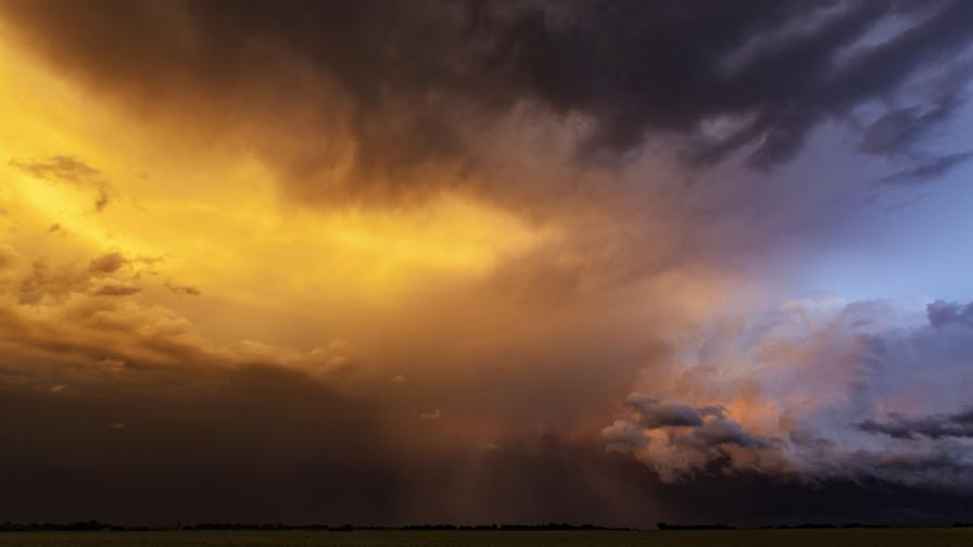 Облаци и дъжд днес, жълт код за поледици - ето къде