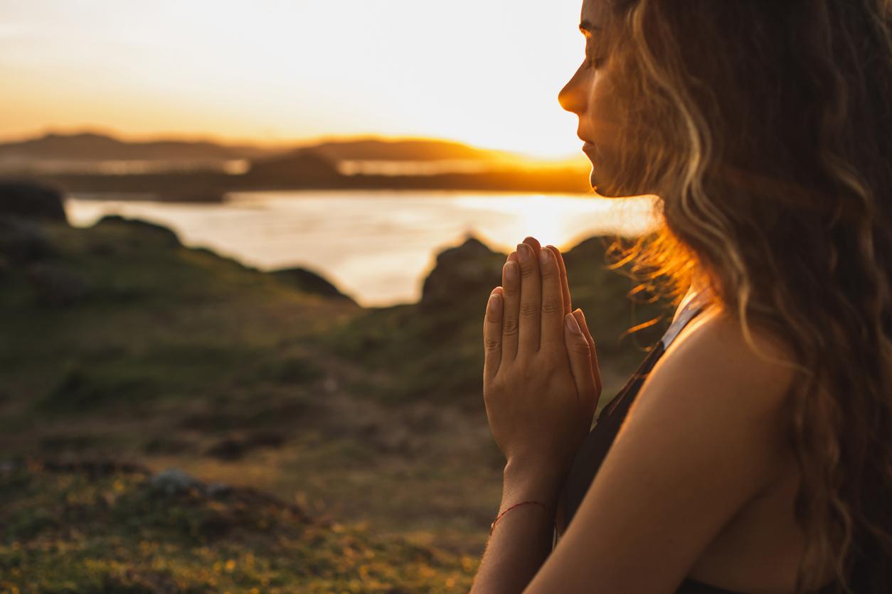 <p><strong>Медитирайте</strong></p>  <p>Колко пъти сте чели за полезните качества на медитацията, но въпреки това не сте опитвали да се впуснете в детайлите на това учение? В началото практикуването на медитация изглежда непосилно, но с постоянната практика то се овладява в рамките на няколко години. &nbsp;</p>