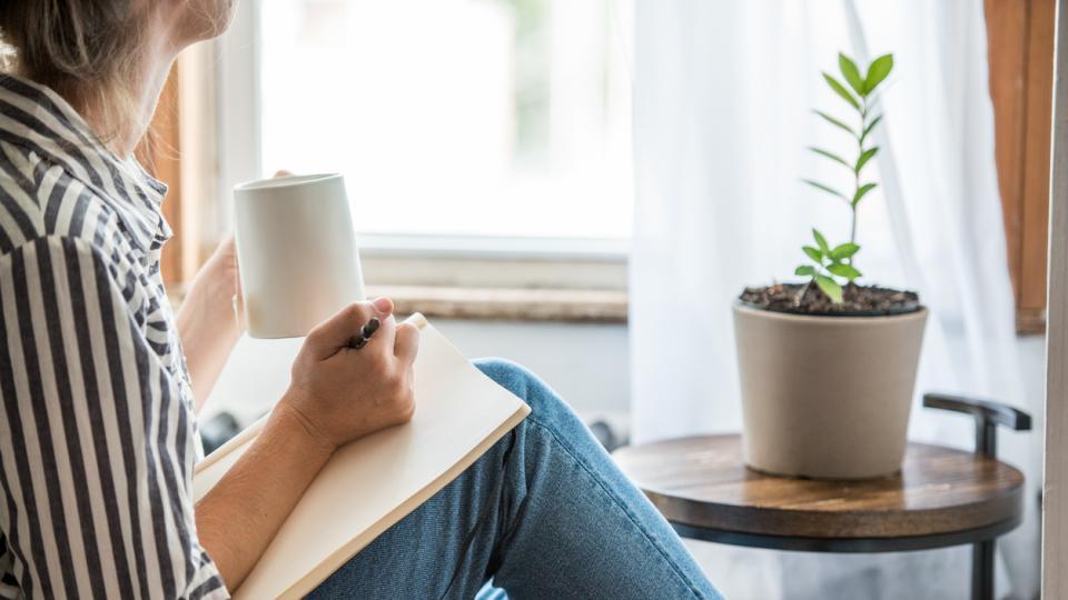 жена кафе сутрин прозорец уют спокойствие