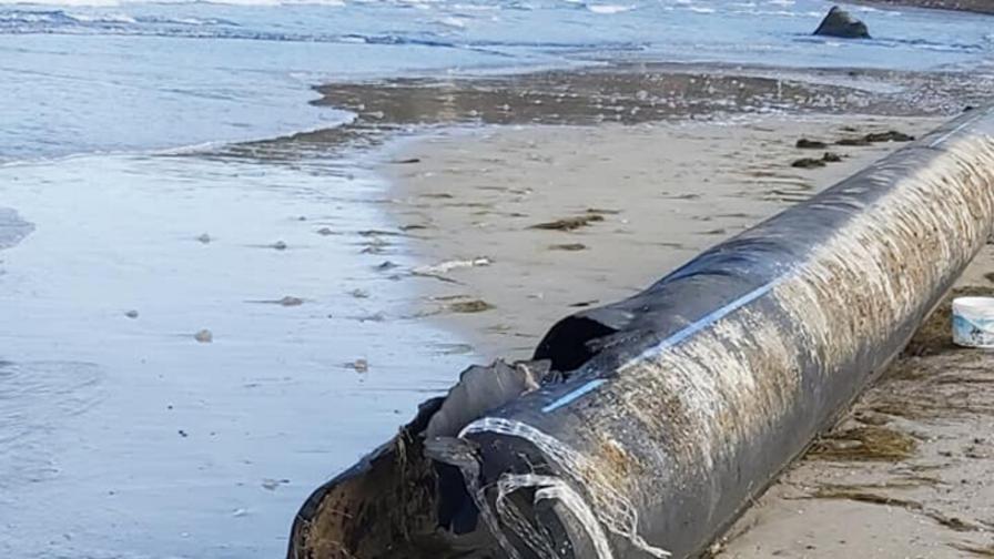 Тръба за отходни води, дълга 45 м, изплува край Созопол
