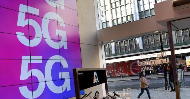 Технологии Великобритания забрани 5G оборудване от Huawei, Китай я обвини