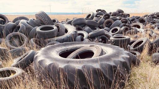 Незаконно депо за стари гуми заплашва биорезерват в Бургас