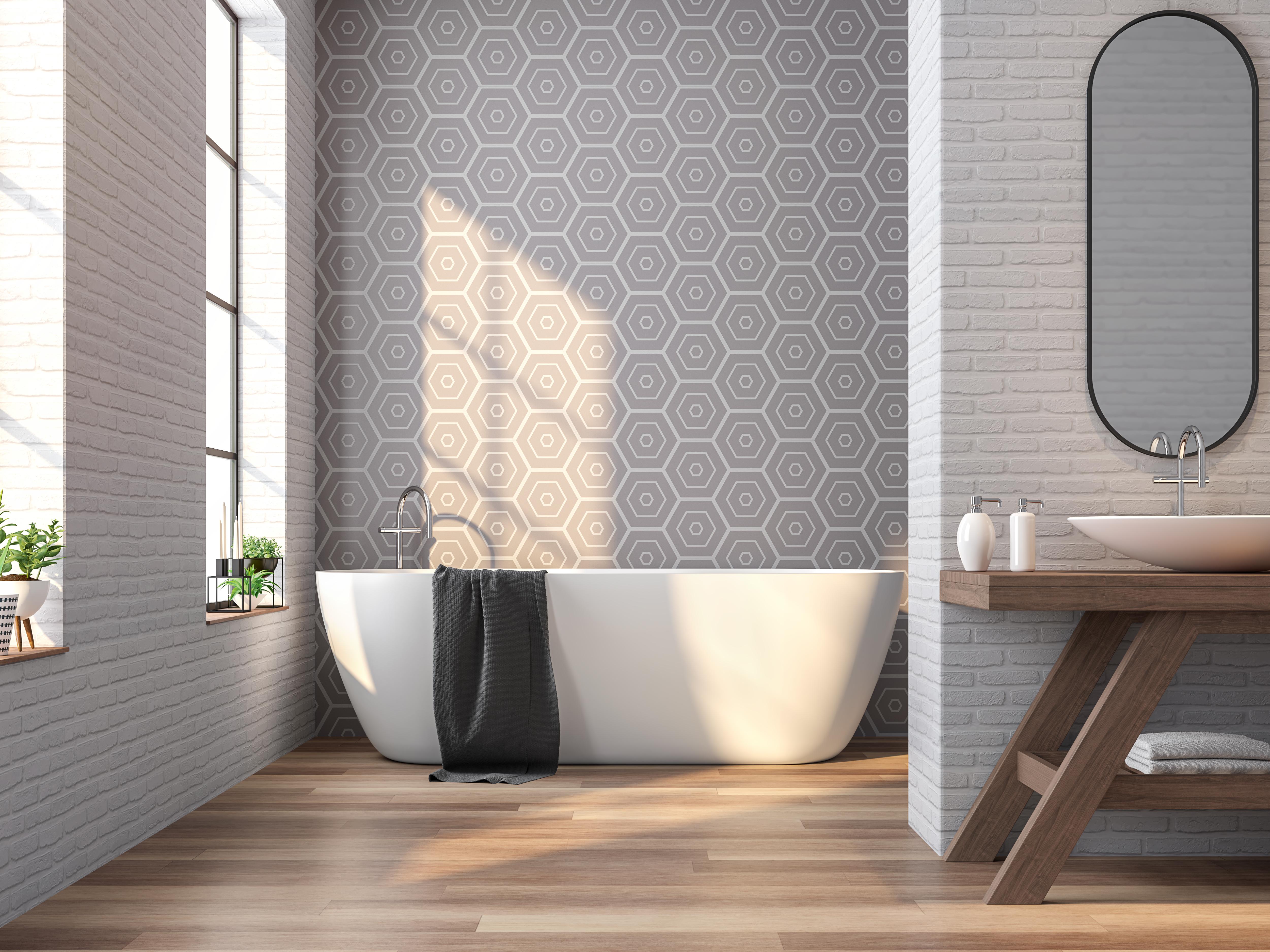 <p>Ако имате възможност, купете тапети за баня. Не е нужно да ги слагате в цялата баня, а само на една от стените. Определено ще бъде ефектно, ако харесвате тапети.</p>