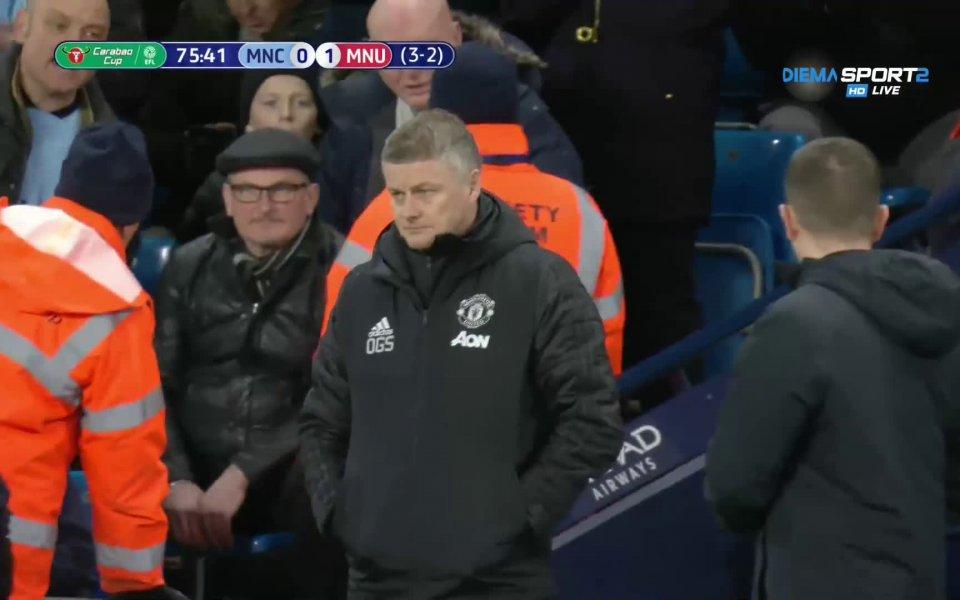 В средата на второто полувреме Манчестър Юнайтед остана с човек