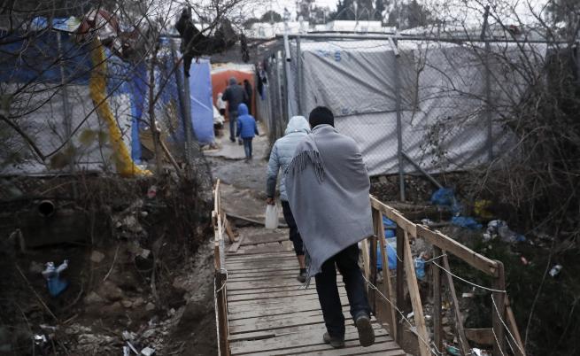 DW: Гърция се огражда и по море. Заради бежанците