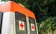 Шофьор на автобус загуби съзнание и се вряза в градина в Пловдив
