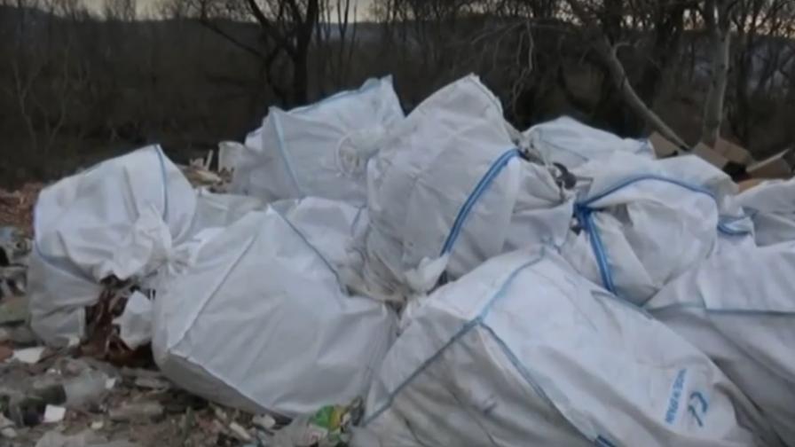 Откриха тонове вносни отпадъци в коритото на река Чая