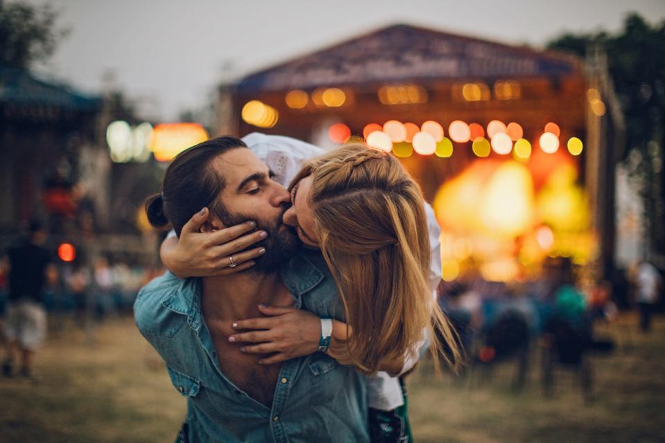 двойка любов целувка