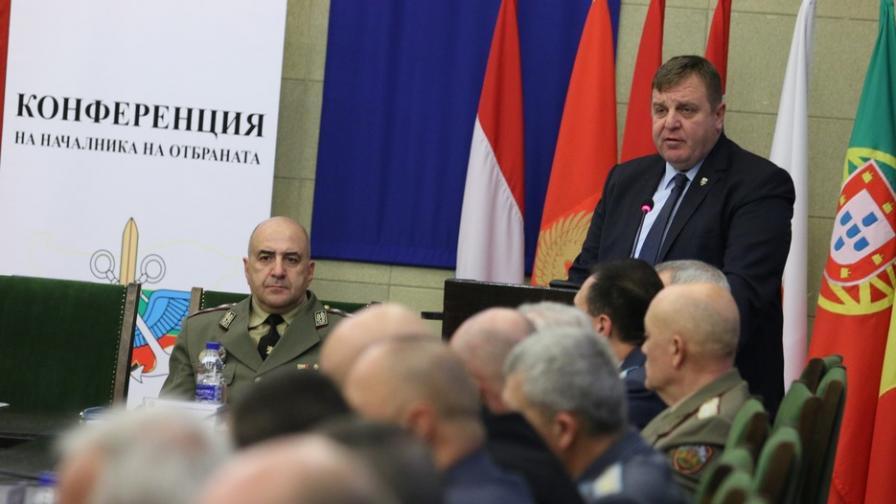 Каракачанов: Политиката да не се бърка в проблемите на армията