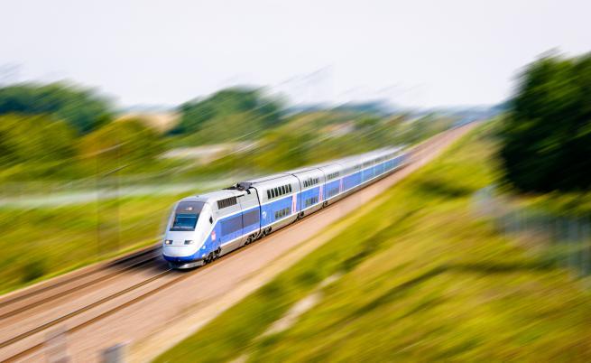 Влак дерайлира в Италия, има жертва, издирват пътник