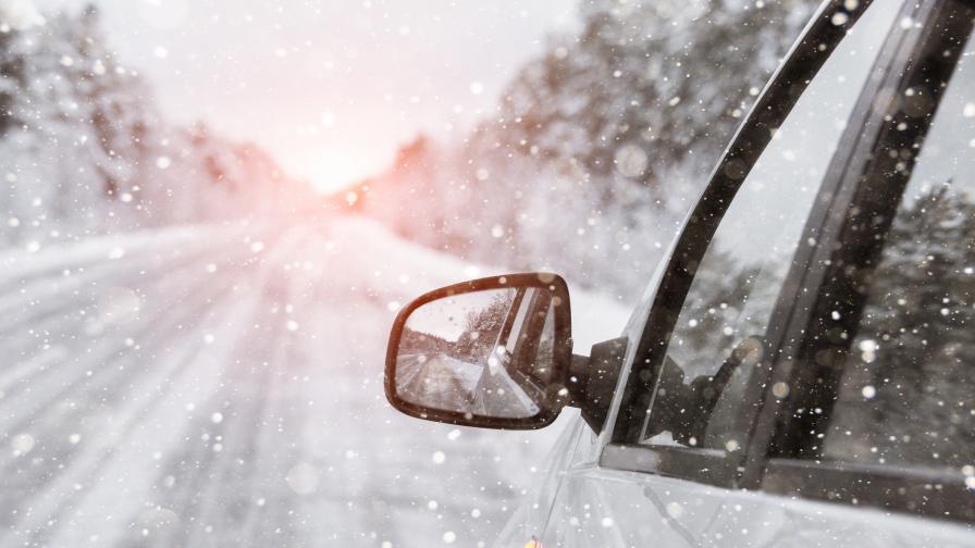 Сняг и затворени проходи и днес, докога ще продължи лошото време