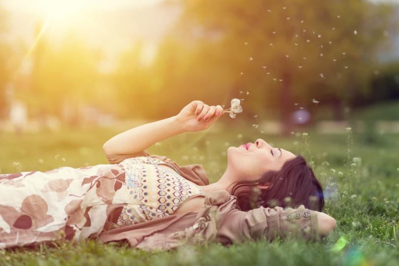 <p>Овен</p>  <p>Днес няма да е уместно да започвате нещо ново. Дайте си почивка и се грижете повече за здравето си, особено ако сте се преуморили през изминалите дни. Тези от вас, които се занимавате с творческа дейност, може да й се отдадете &ndash; вдъхновението ще е с вас.</p>