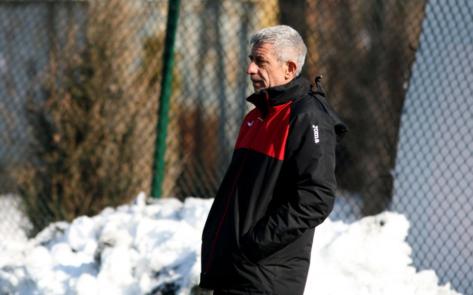 Старши треньорът на Локомотив София Ради Здравков говори след победата